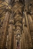 在米兰大教堂的内部 免版税库存照片