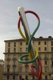 在米兰广场Cadorna的公开艺术品前e filo 库存照片