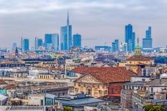 在米兰的看法从哥特式大教堂中央寺院二米兰,意大利 库存图片