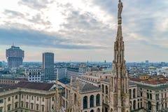 在米兰的看法从哥特式大教堂中央寺院二米兰, Ital 免版税库存照片