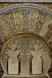 在米哈拉布,惊叹清真寺大教堂的被镀金的马赛克  免版税库存照片