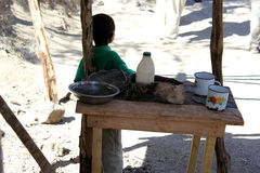 在米尔巴莱,海地附近的海地的男孩 免版税库存照片