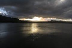 在米德兰平原水坝-毛里求斯的日落 库存图片
