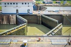 在米拉弗洛雷斯的开头门锁-入口向巴拿马运河-巴拿马城,巴拿马 库存照片