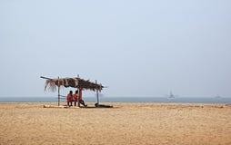在米拉马尔海滩的救生员 库存照片