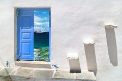 在米科诺斯岛海岛上的传统希腊房子 免版税图库摄影