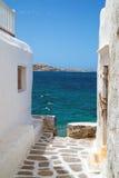 在米科诺斯岛海岛上的传统希腊房子 库存图片