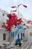 在米科诺斯岛海岛上的希腊建筑学 图库摄影