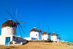 在米科诺斯岛海岛上的美丽的风车 库存照片