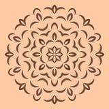 在米黄背景的圆的棕色花纹花样 免版税库存照片