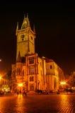 在粉末塔的夜视图在布拉格,捷克 免版税库存图片