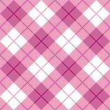 在粉红色的偏压格子花呢披肩 免版税库存图片