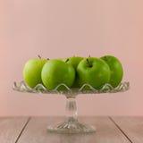在粉红色的绿色苹果 免版税库存照片