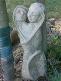 在粗陶器的爱恋的夫妇 图库摄影