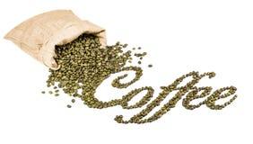 在粗麻布大袋的咖啡豆。 免版税库存照片