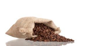 在粗麻布大袋的咖啡豆 库存照片