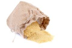 在粗麻布大袋的小米 免版税库存照片
