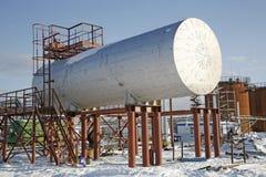 在精炼厂的坦克储油 库存图片