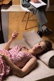 在精神分析的疗法期间的少妇 库存照片
