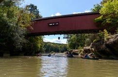 在糖小河的被遮盖的桥 免版税库存图片