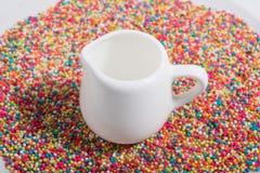 在糖果的杯 免版税库存照片