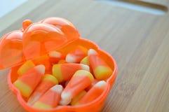 在糖果盘的糖味玉米 库存照片