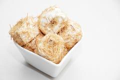 在糖浆烘烤的切细的面团冠上了与被击碎的胡说的土耳其语d 库存图片