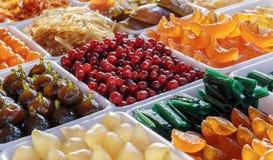 在糖浆烹调的果子 免版税库存图片