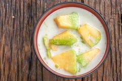 在糖浆的泰国甜瓜瓜 库存照片