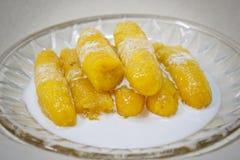 在糖浆的香蕉 库存图片