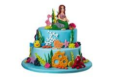 在糖酱,美人鱼海的主题的蛋糕  免版税库存图片