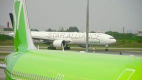 在素万那普机场的交通 影视素材