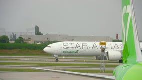 在素万那普机场的交通 股票视频