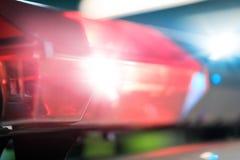 在紧急车的汽车的红色闪光在晚上 警察 库存照片