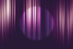 在紫色电影院帷幕背景的聚光灯 库存照片
