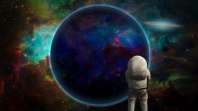 在紫色行星前的宇航员 免版税图库摄影