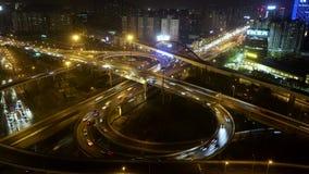 在繁忙的高的公路交叉点的在黄昏,上海的看法&地平线 股票录像