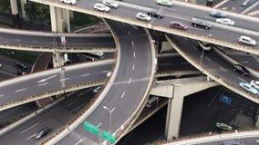 在繁忙的高的公路交叉点&地平线,上海的看法 股票录像