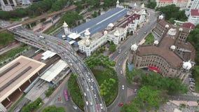 在繁忙的高速公路公路交叉点的鸟瞰图和火车站在马来西亚 4K 影视素材