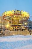 在红场的圣诞节caroussel在莫斯科 胶大厦 库存照片