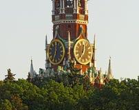 在红场钟楼的塔时钟 免版税库存照片