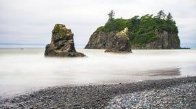 在红宝石海滩,华盛顿的海堆 免版税库存图片