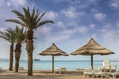 在红海和北部海滩,埃拉特的早晨视图-著名手段和休闲城市在以色列 库存照片