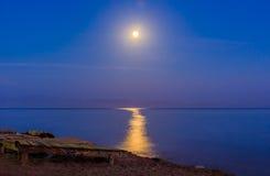 在红海宰海卜的水岸的月光 免版税库存照片
