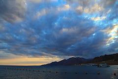 在红海的云彩 免版税库存图片
