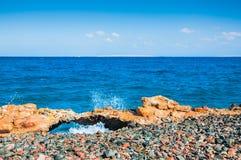 在红海的多岩石的海滩 免版税库存图片