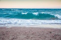 在红海的海岸的大波浪。 库存图片