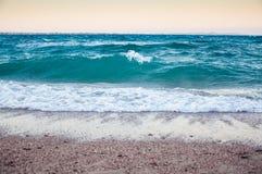 在红海的海岸的大波浪 库存图片
