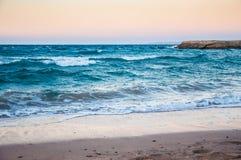 在红海的海岸的美好的晚上。 免版税图库摄影