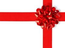 在红色丝带白色的礼品 免版税库存照片